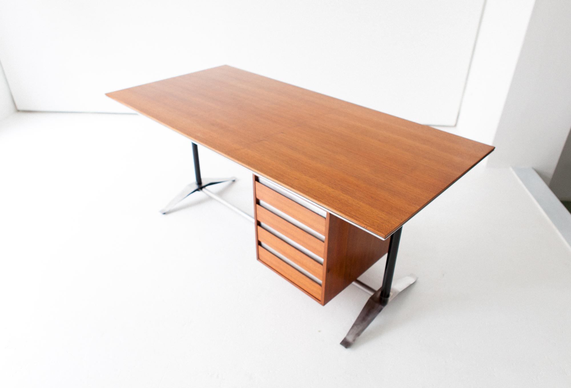 desk-20.12