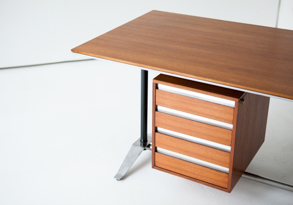 desk-20.15