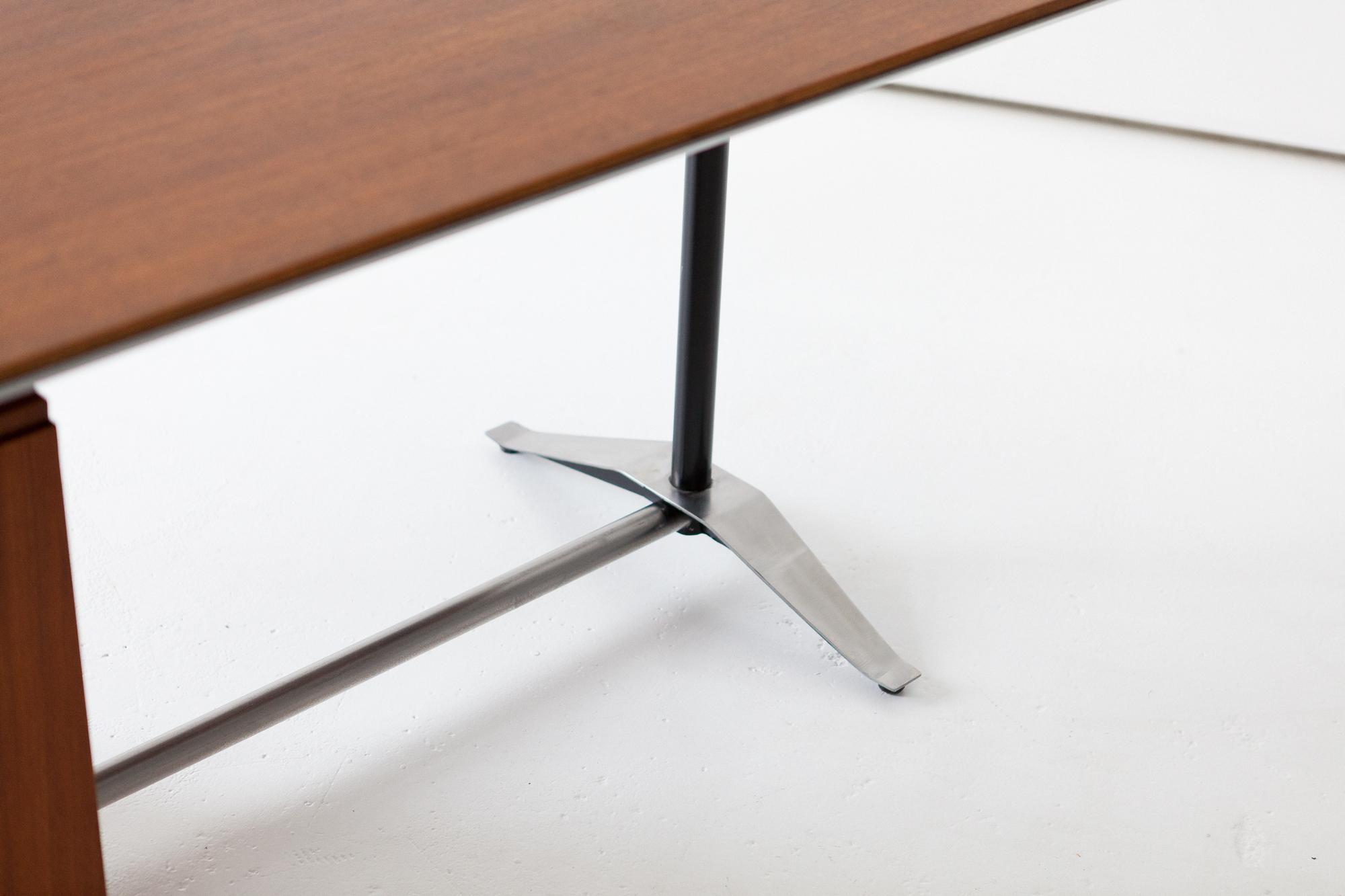 desk-20.17