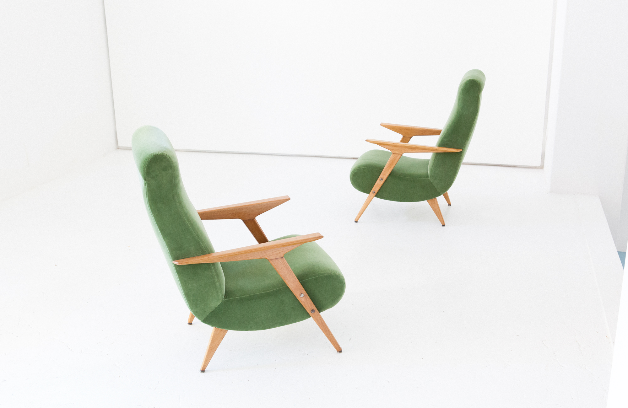 seating-247.4