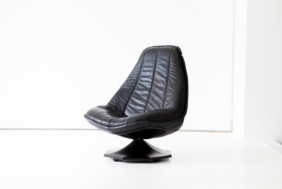 1960s Swedish Black Natural Leather Lounge Chair SE272