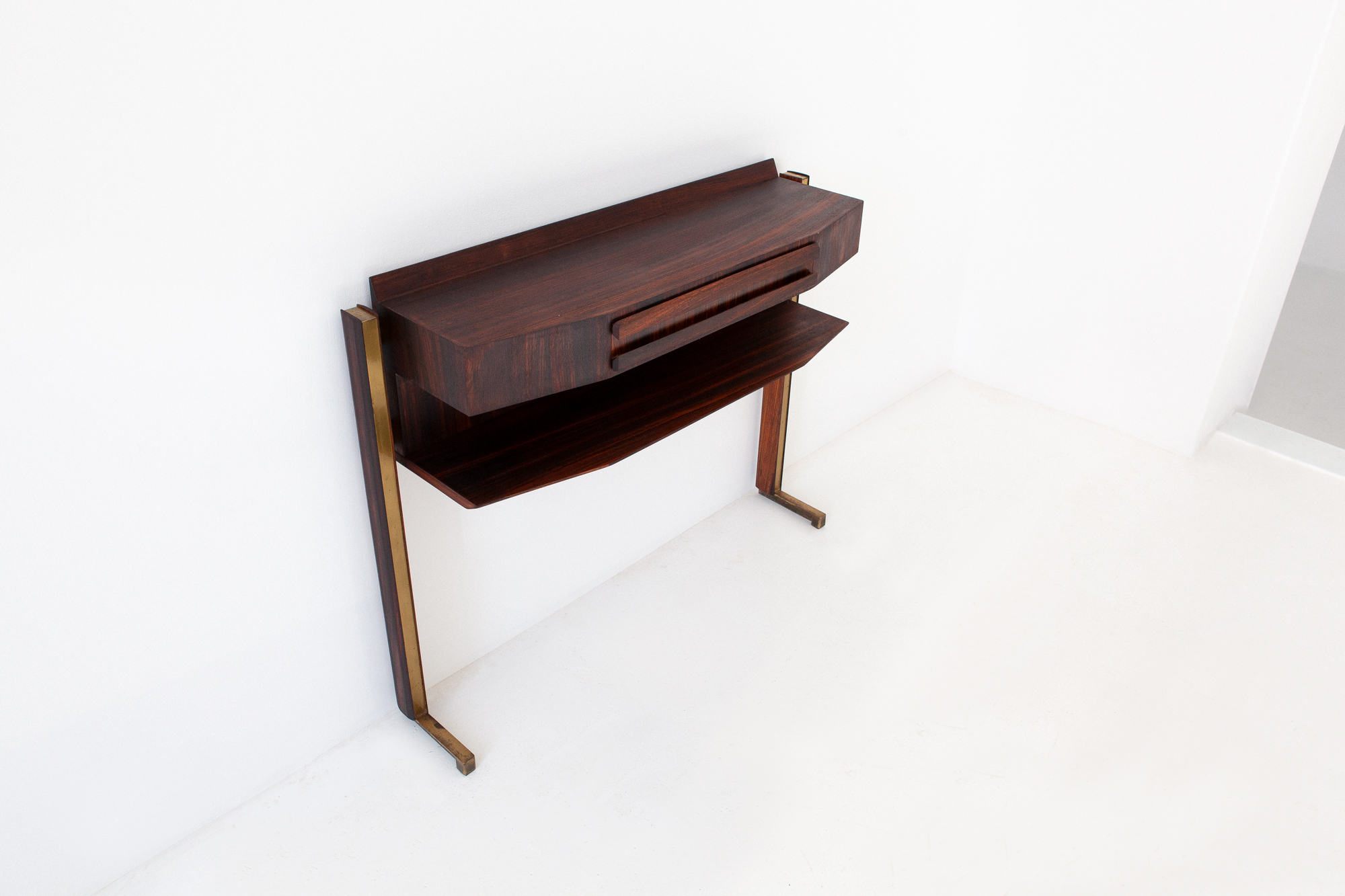 OF85-retro4m-1950s-italian-rosewood-brass-console-table-1