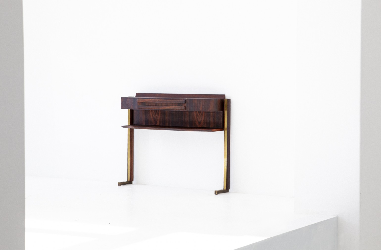 Italian Rosewood and Brass Console Table OF85 – Not available..