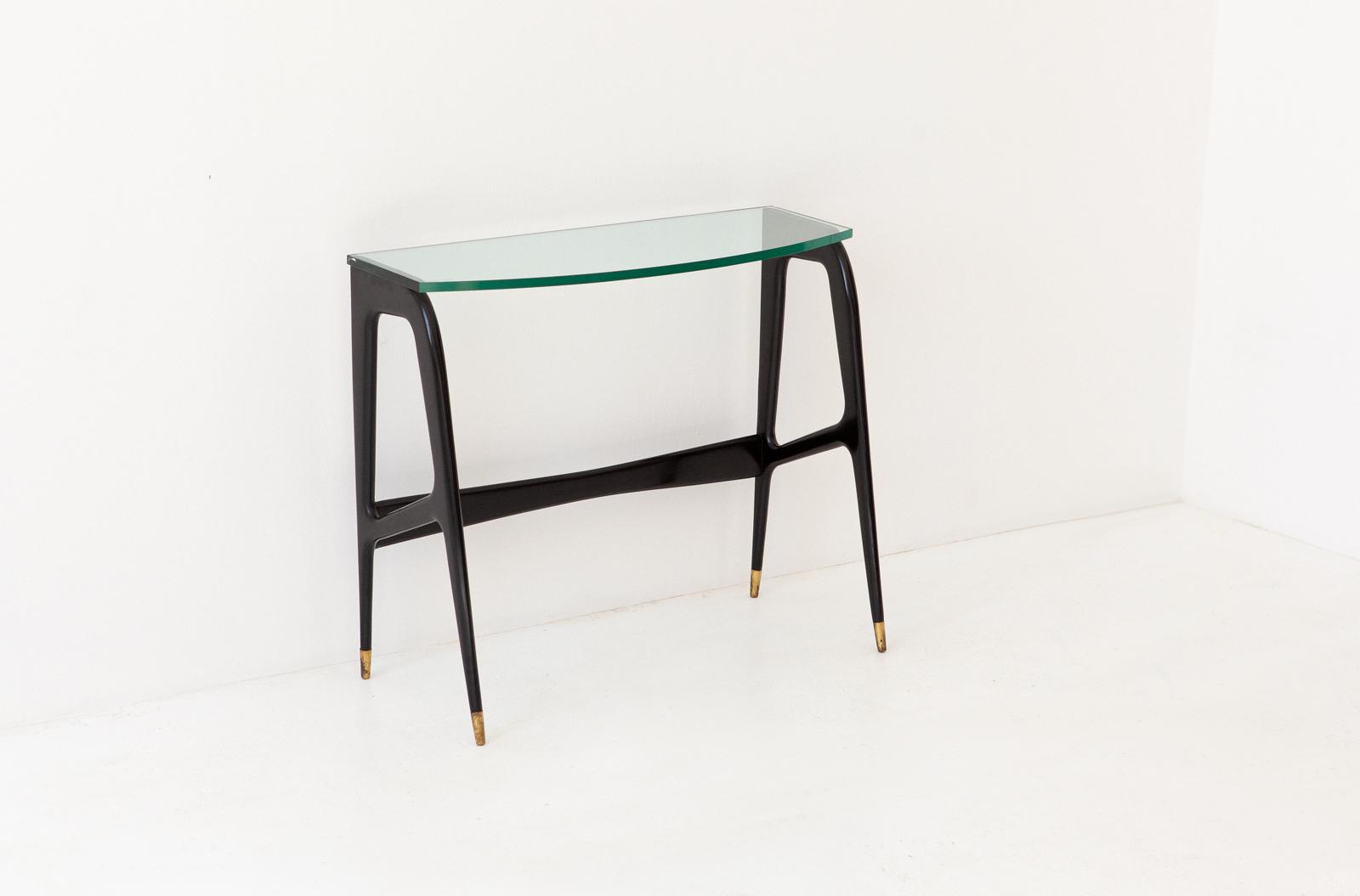 1950s-italian-black-laquered-wood-brass-glass-console-table-10-OF87