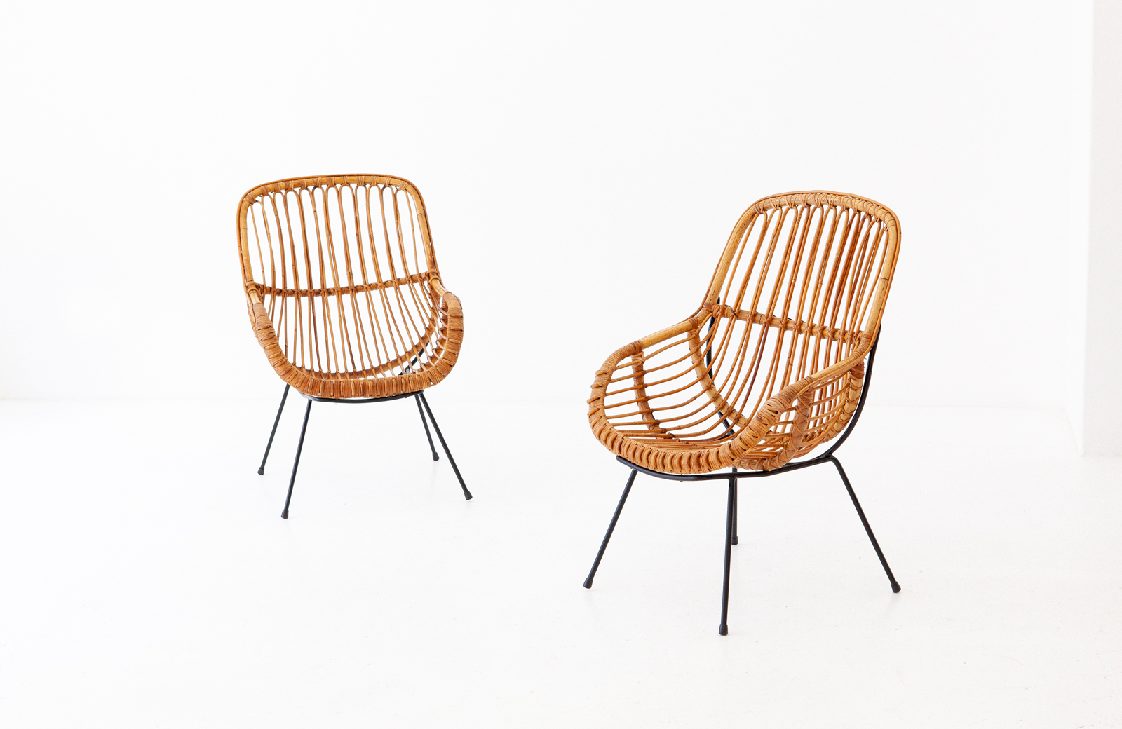 1950s-italian-iron-rattan-wicker-lounge-chairs-1-SE282