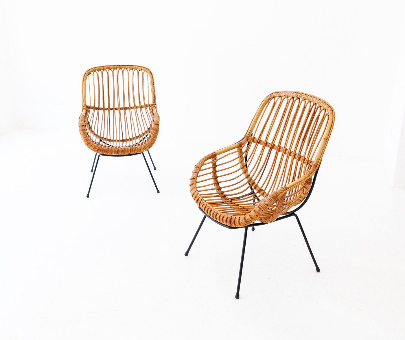 1950s-italian-iron-rattan-wicker-lounge-chairs-2-SE282