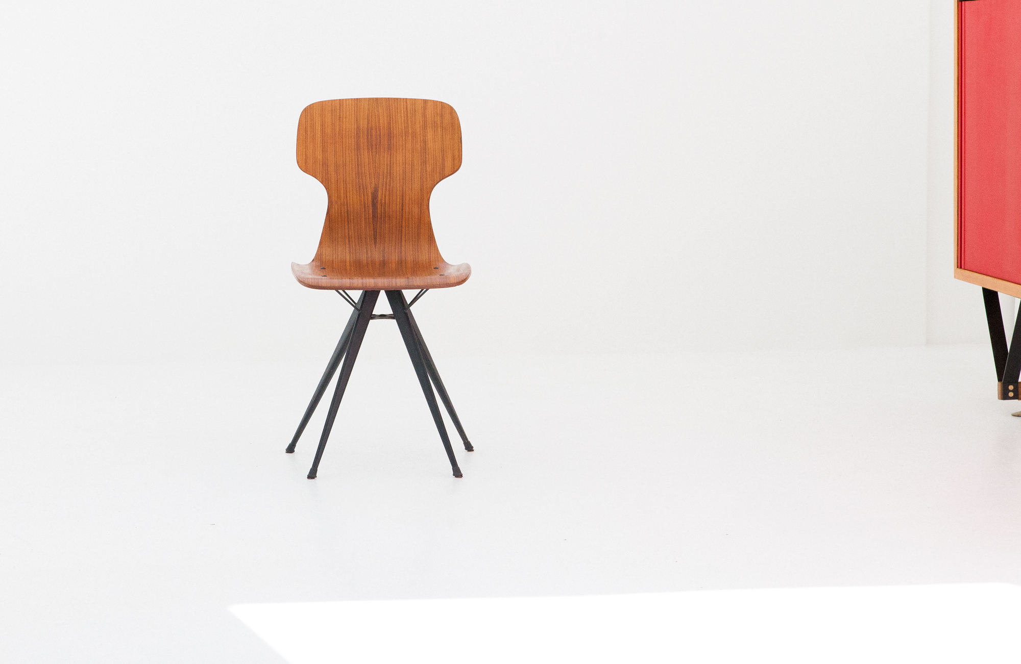 italian-curved-teak-conical-iron-legs-chair-SE280