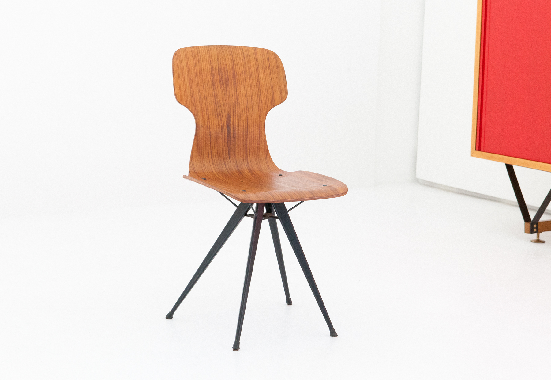 italian-curved-teak-conical-iron-legs-chair-SE283