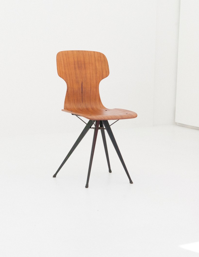 Italian conical Iron legs and curved teak chairs , 1950s  SE280
