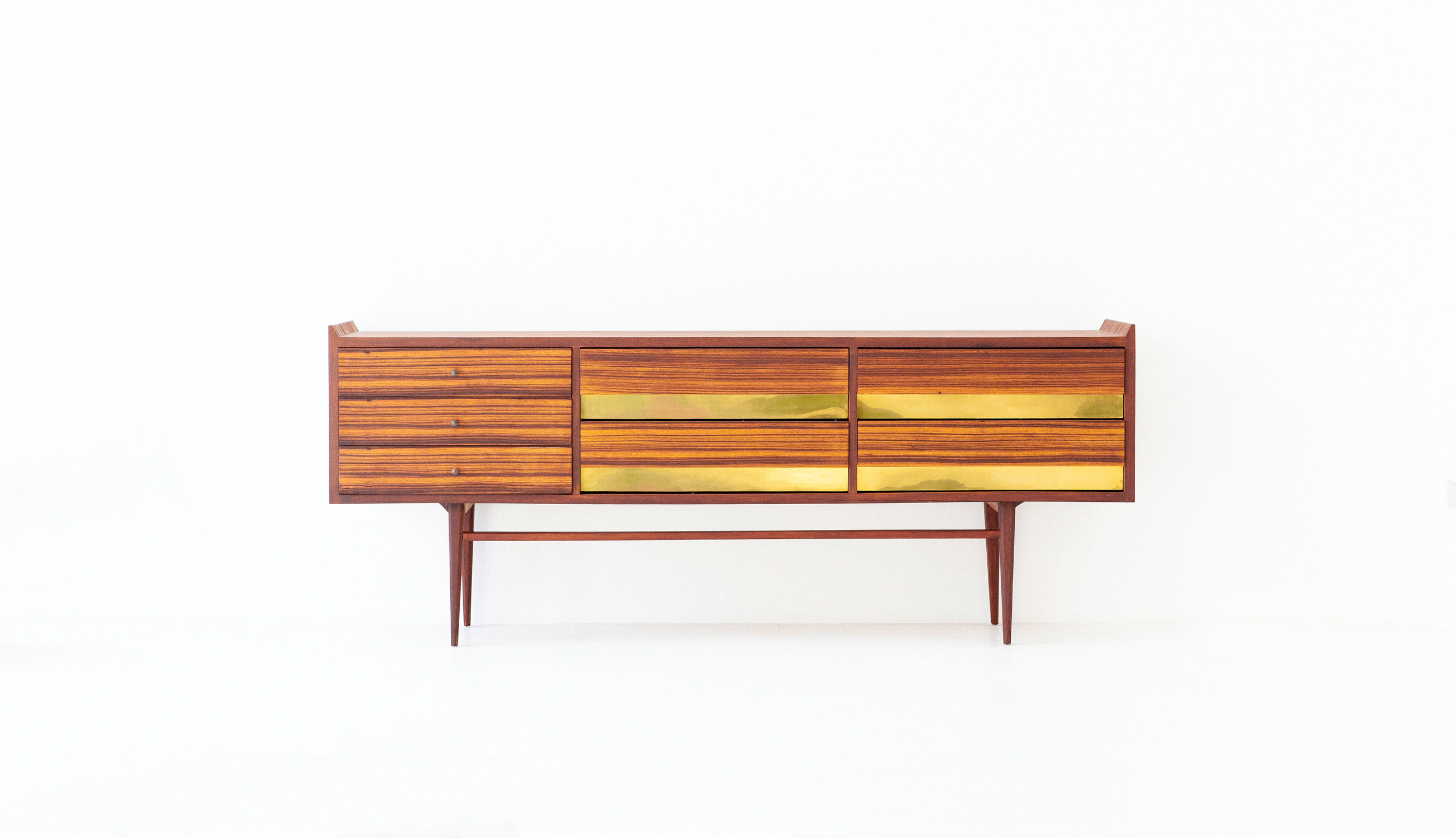 italian-rosewood-brass-sideboard-with-drawers-6-st112