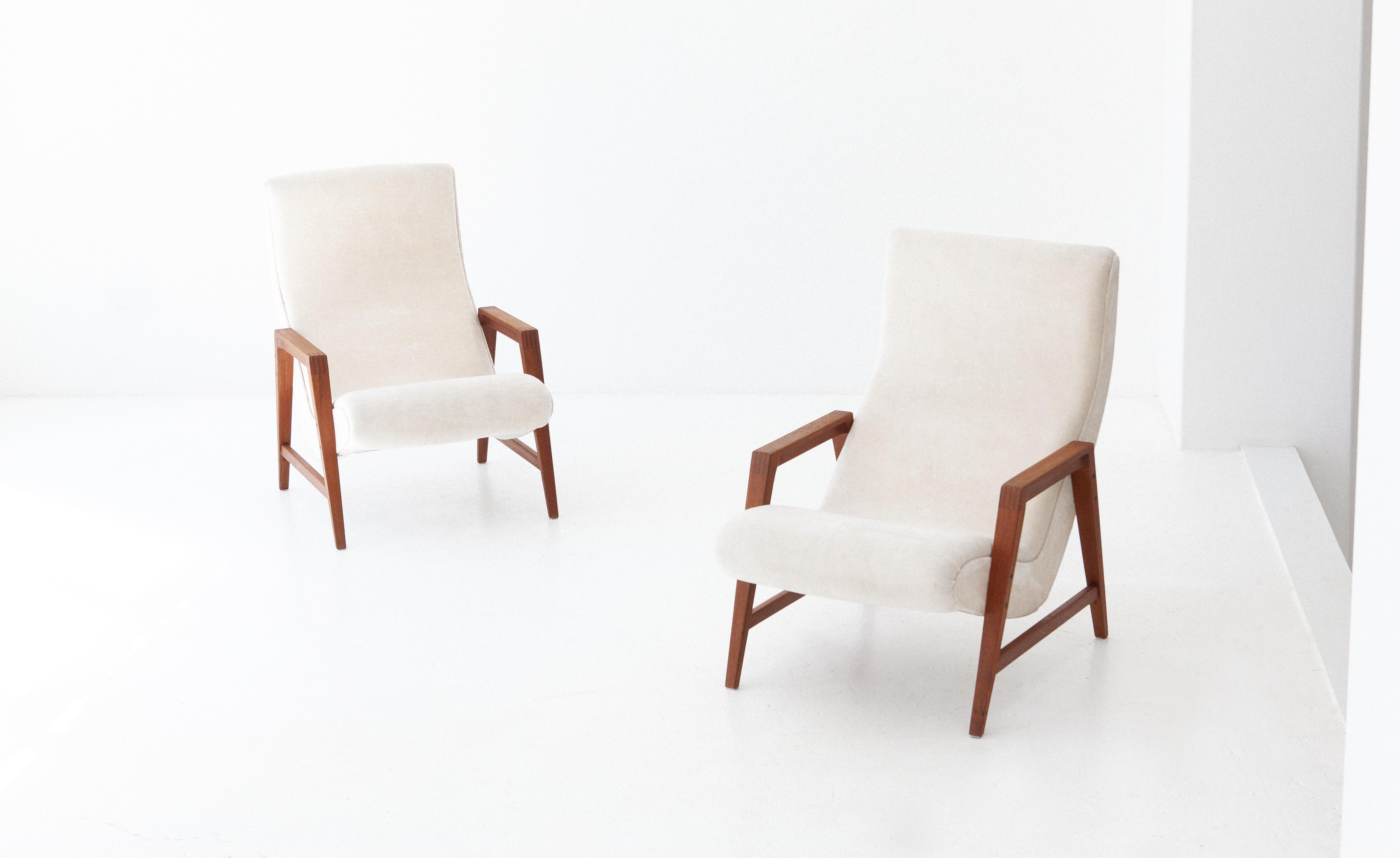 1950s-italian-teak-beige-velvet-lounge-armchairs-1-se285