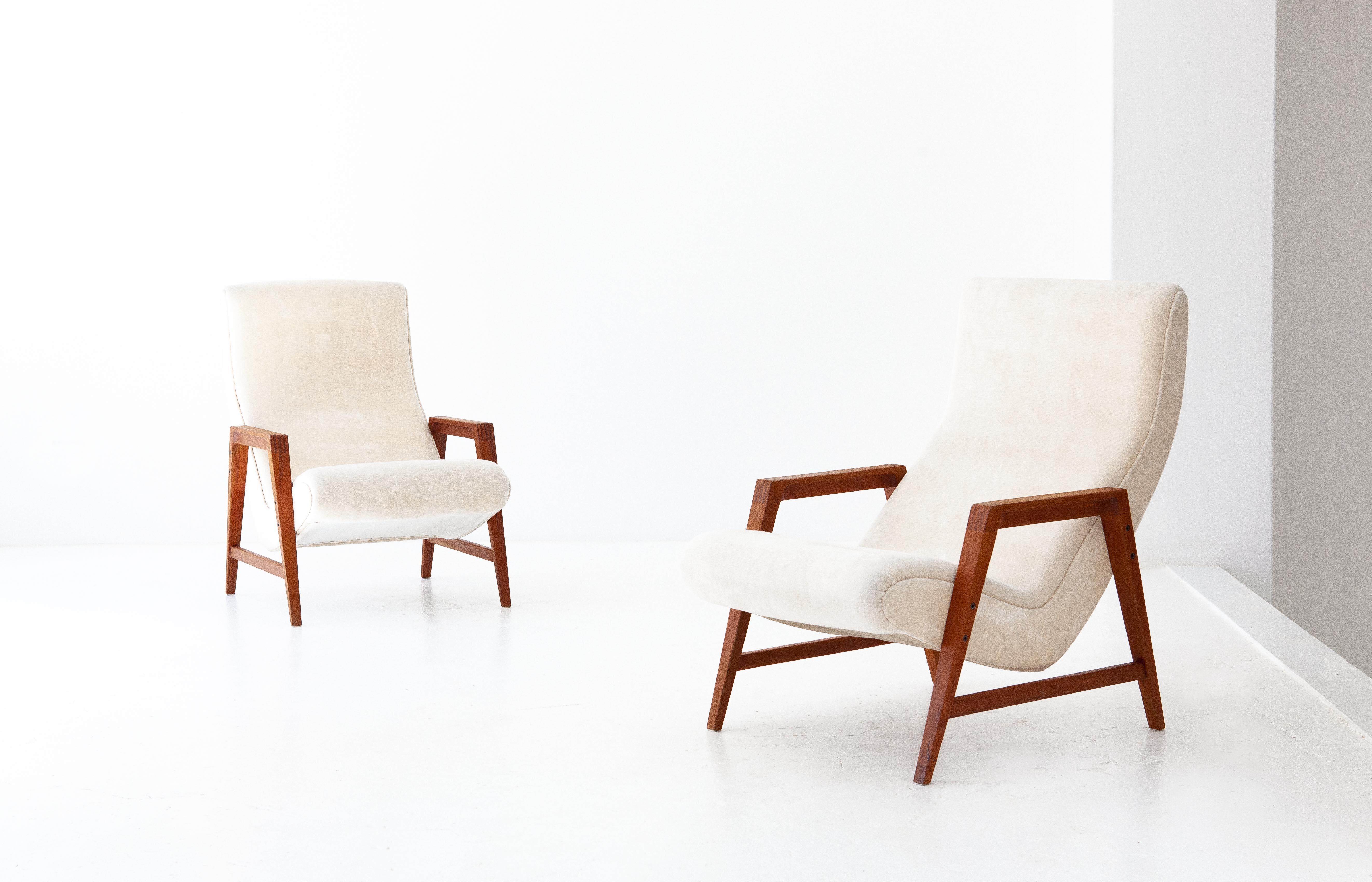 1950s-italian-teak-beige-velvet-lounge-armchairs-2-se285
