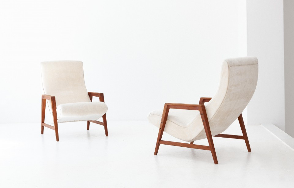 1950s-italian-teak-beige-velvet-lounge-armchairs-3-se285