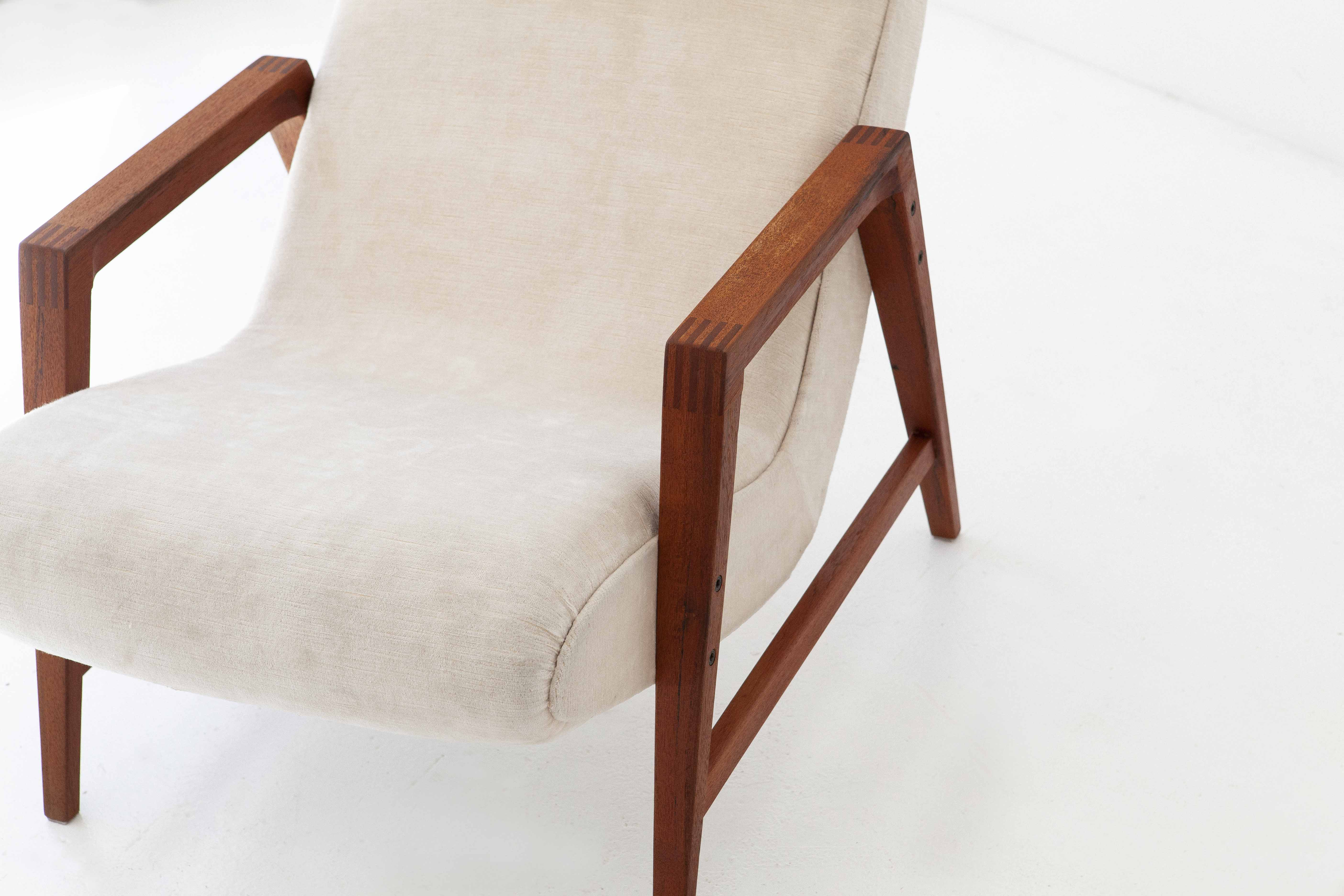 1950s-italian-teak-beige-velvet-lounge-armchairs-4-se285
