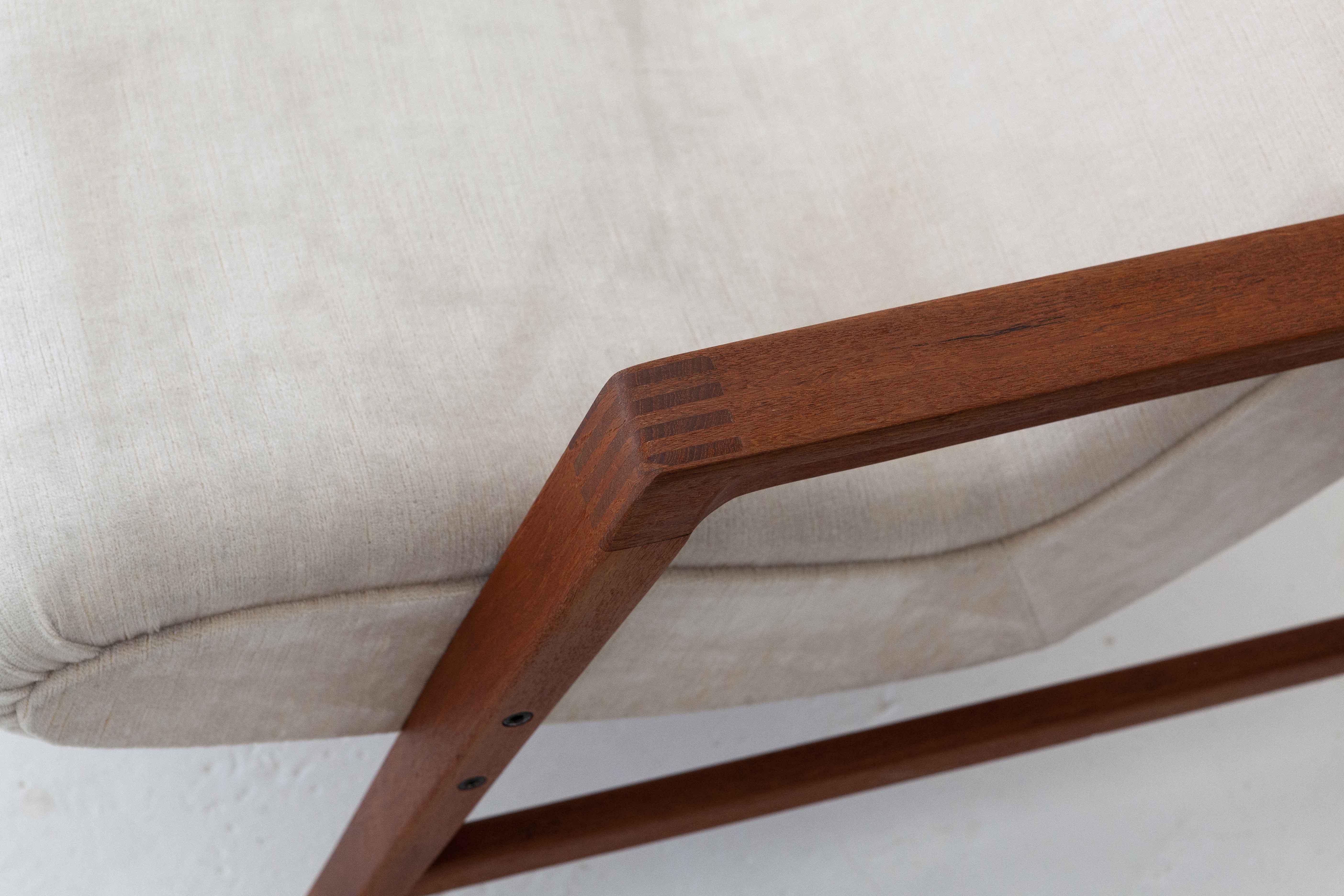 1950s-italian-teak-beige-velvet-lounge-armchairs-5-se285