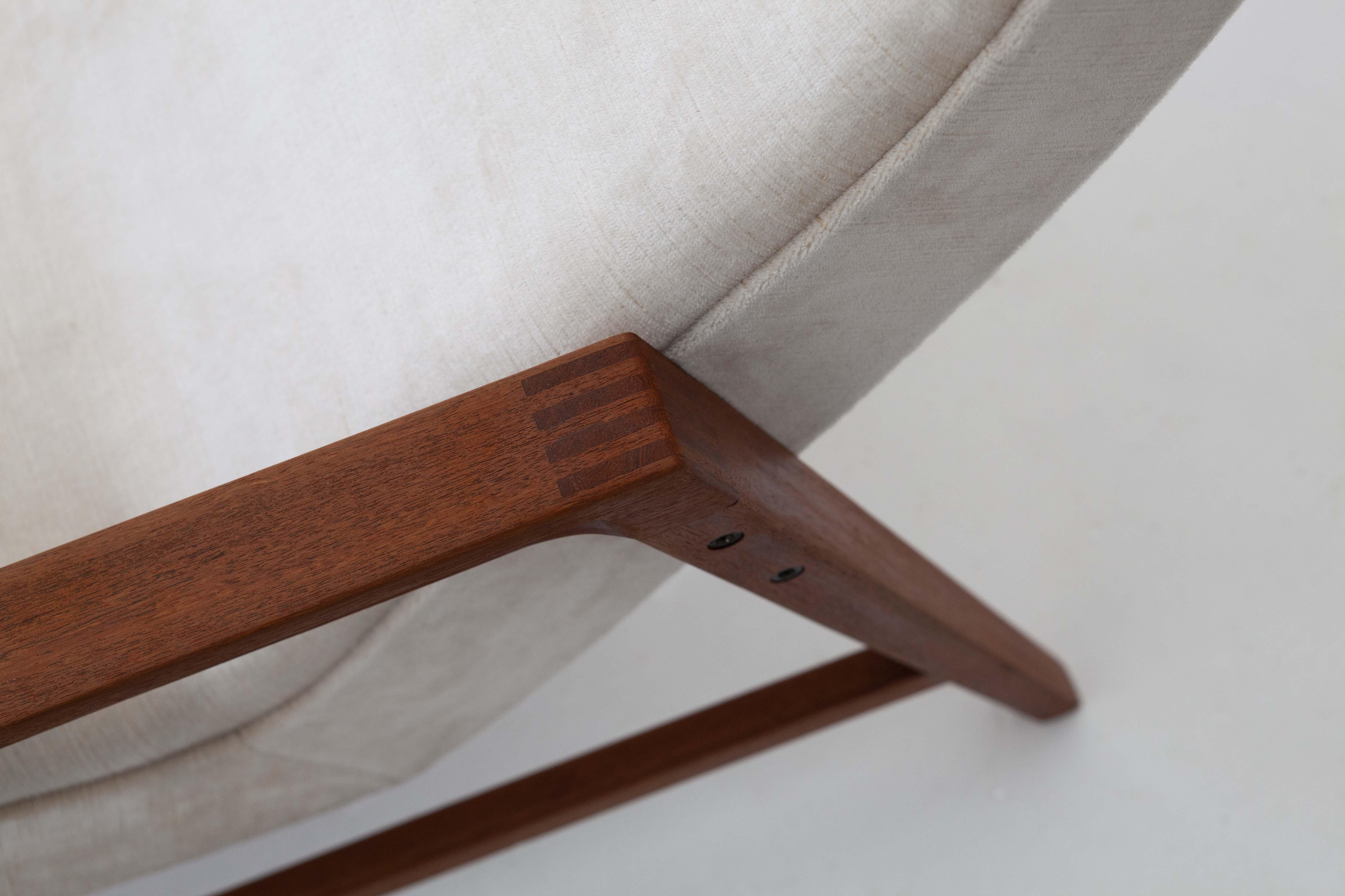1950s-italian-teak-beige-velvet-lounge-armchairs-6-se285