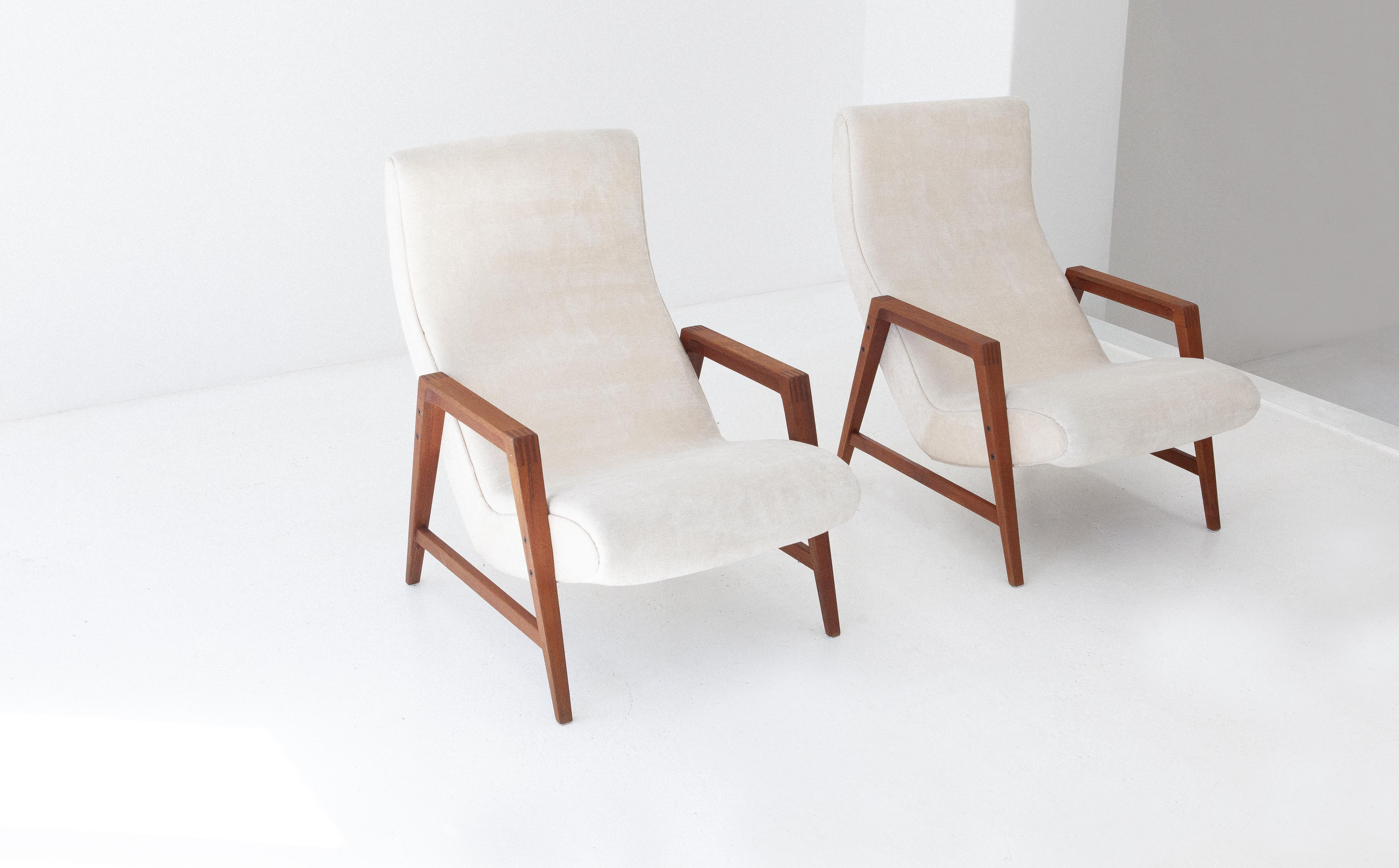1950s-italian-teak-beige-velvet-lounge-armchairs-7-se285