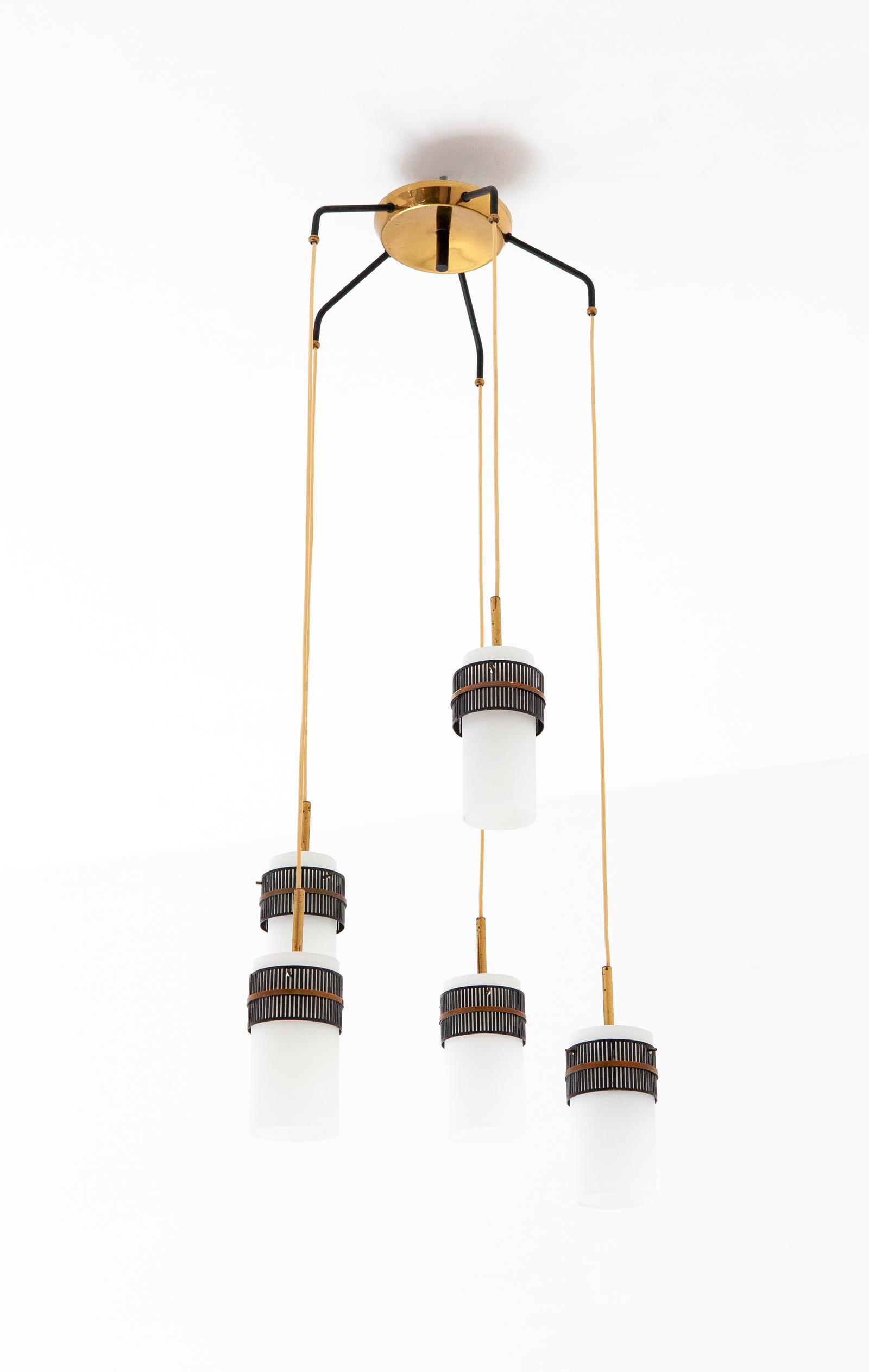 Italian-opaline-glass-brass-five-arm-chandelier-1-l80