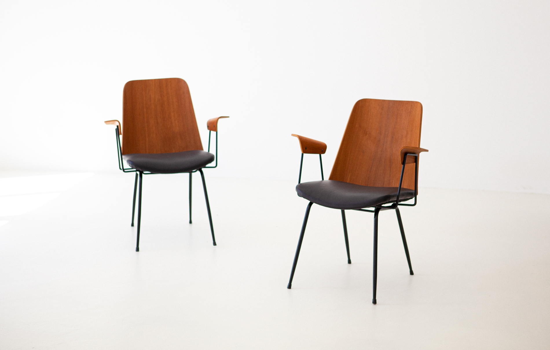 Italian-modern-desk-chairs-by-carlo-ratti-1-se287