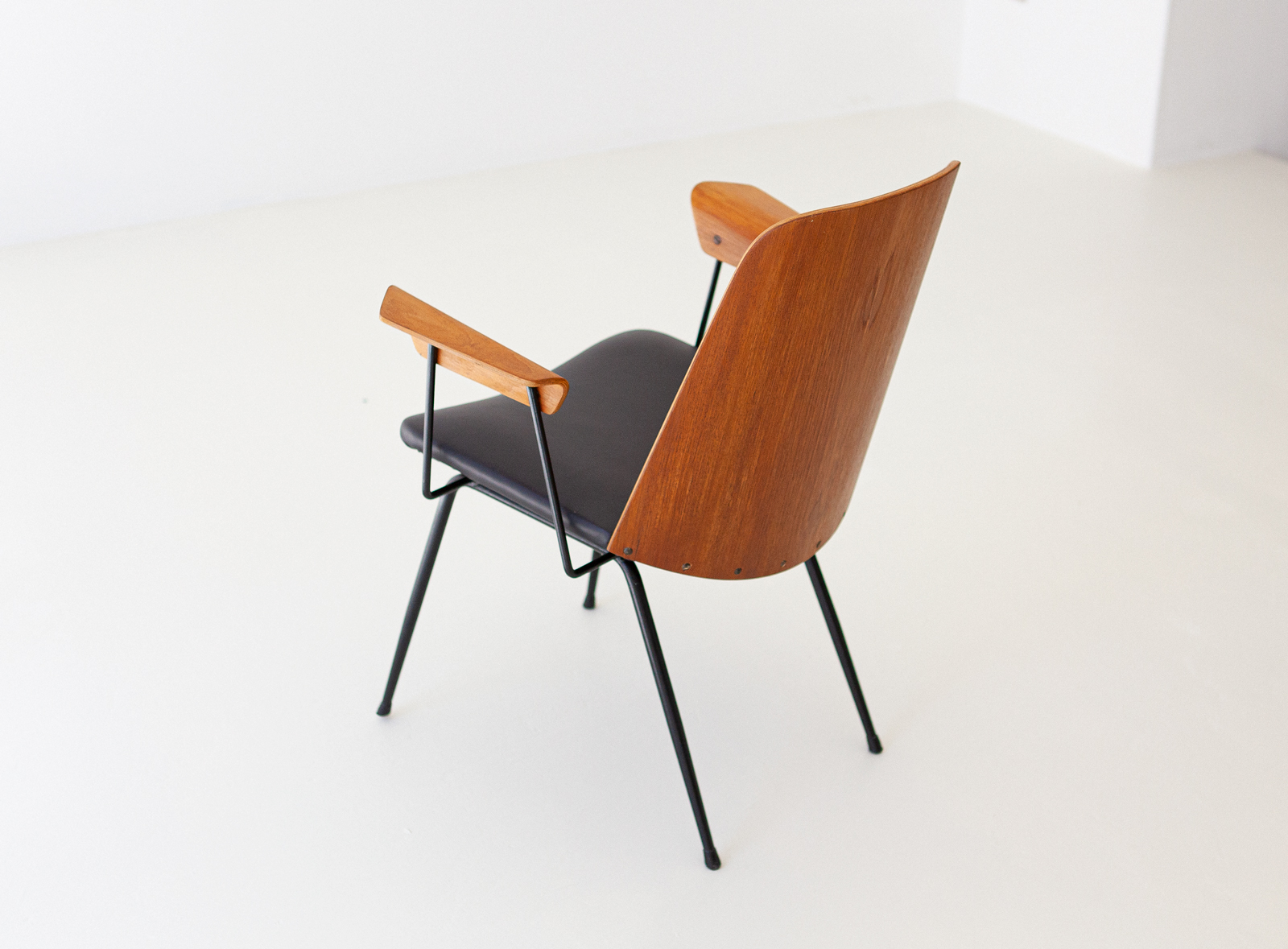 Italian-modern-desk-chairs-by-carlo-ratti-2-se287