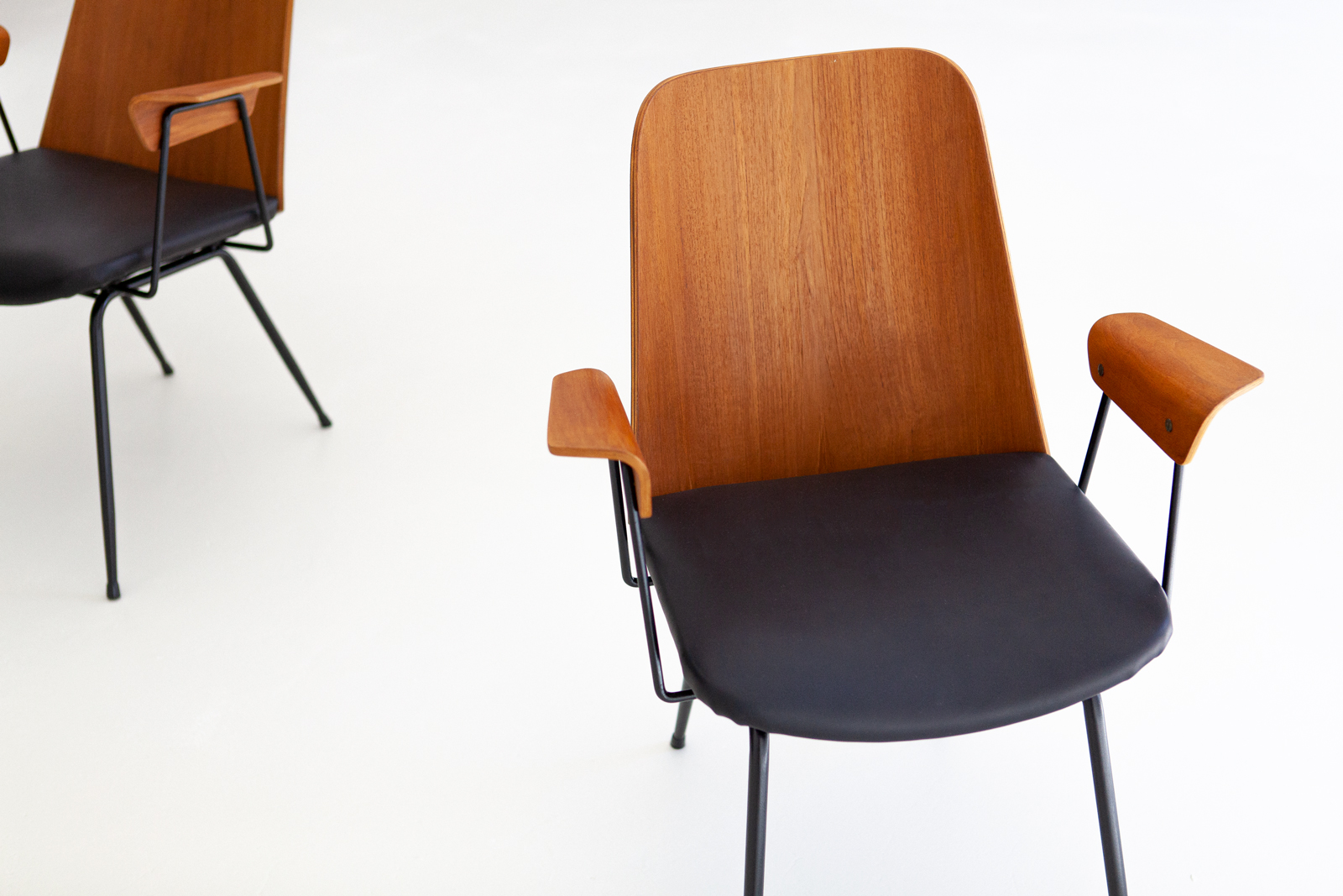 Italian-modern-desk-chairs-by-carlo-ratti-3-se287