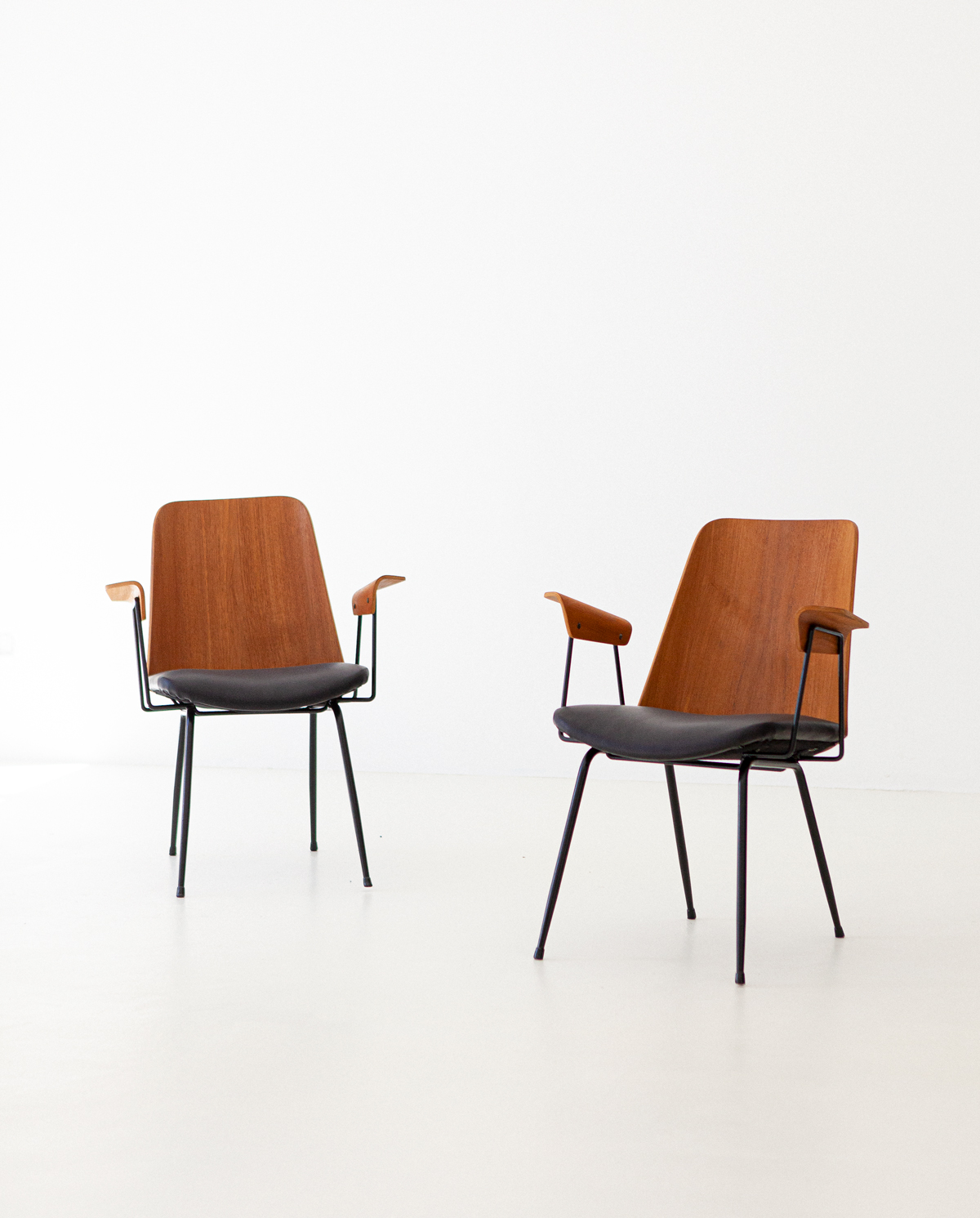 Italian-modern-desk-chairs-by-carlo-ratti-4-se287