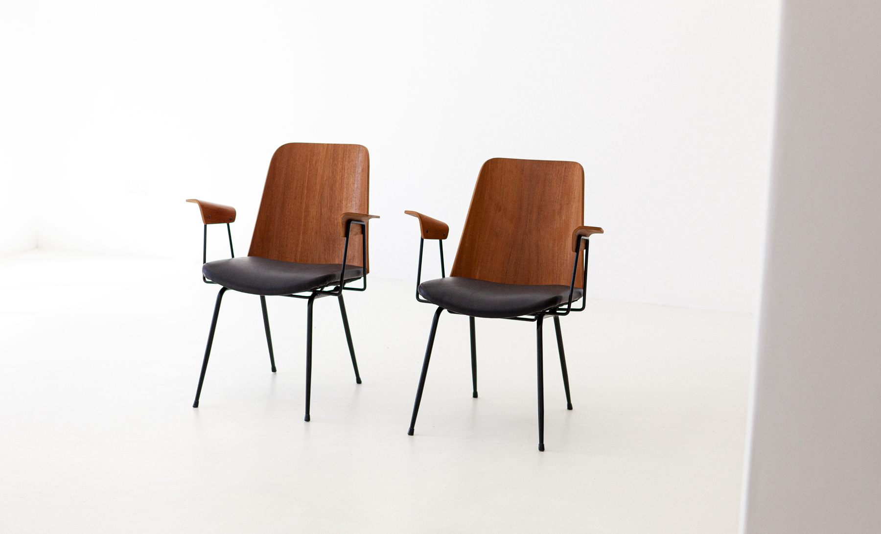 Italian-modern-desk-chairs-by-carlo-ratti-6-se287