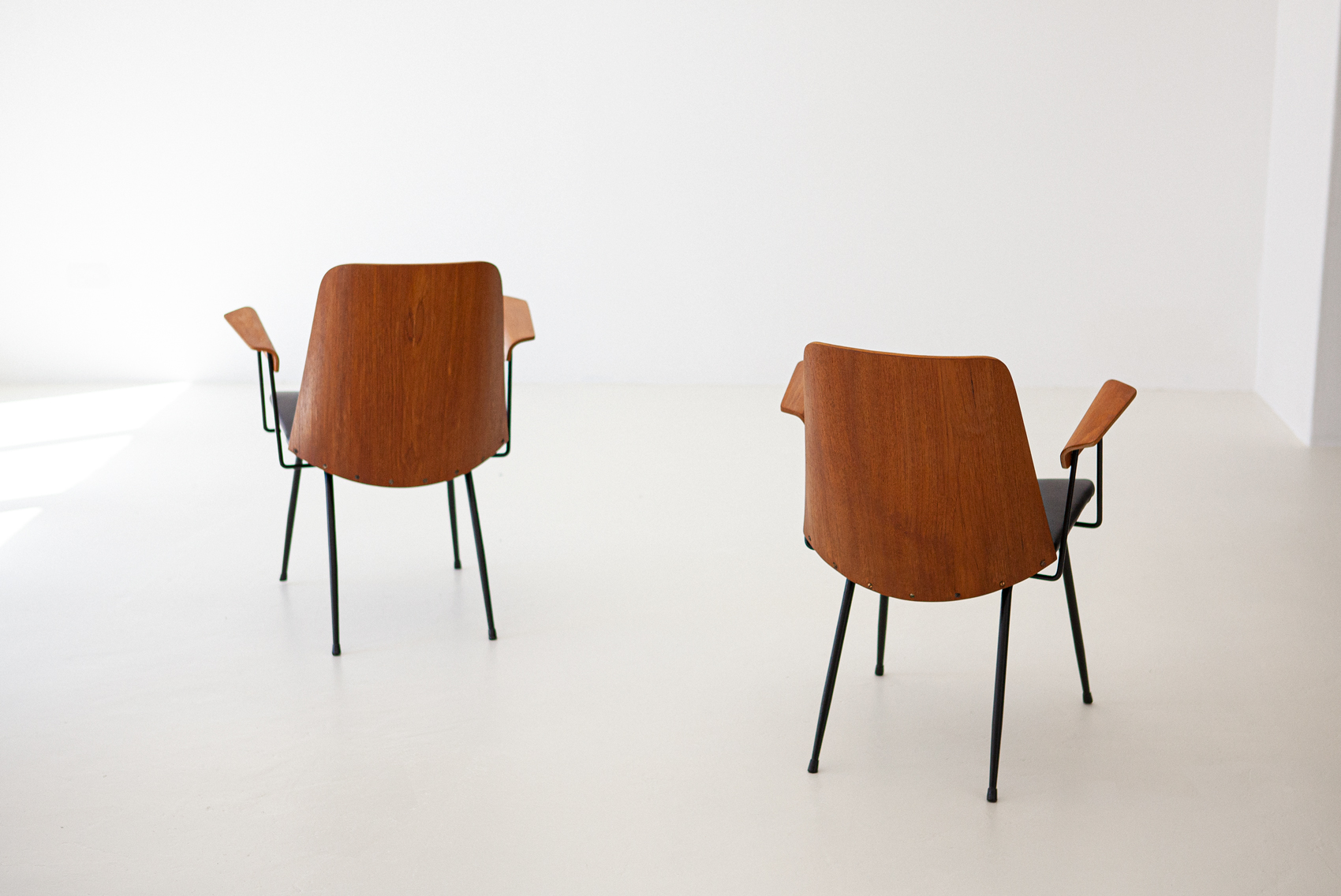 Italian-modern-desk-chairs-by-carlo-ratti-7-se287