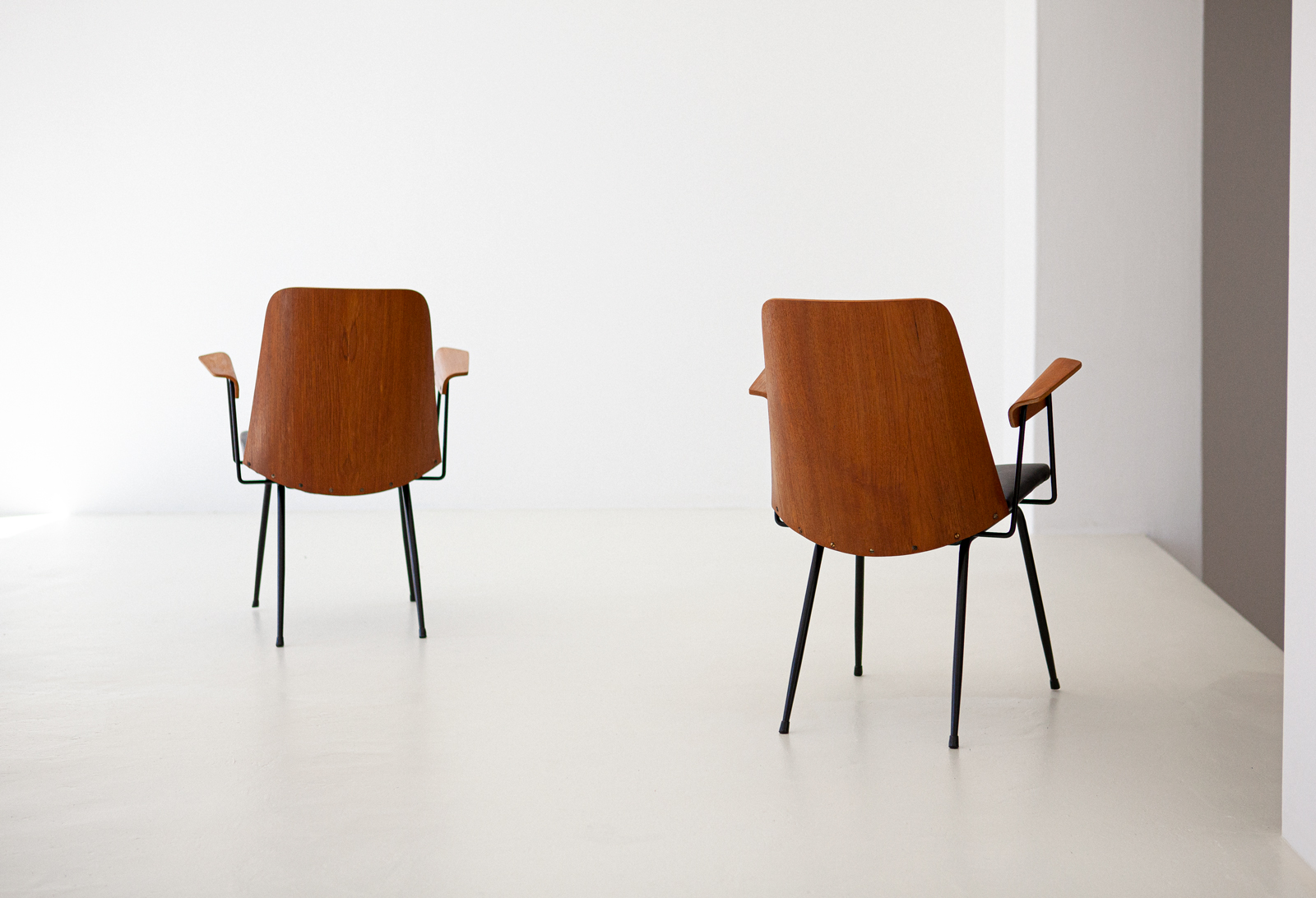 Italian-modern-desk-chairs-by-carlo-ratti--se287