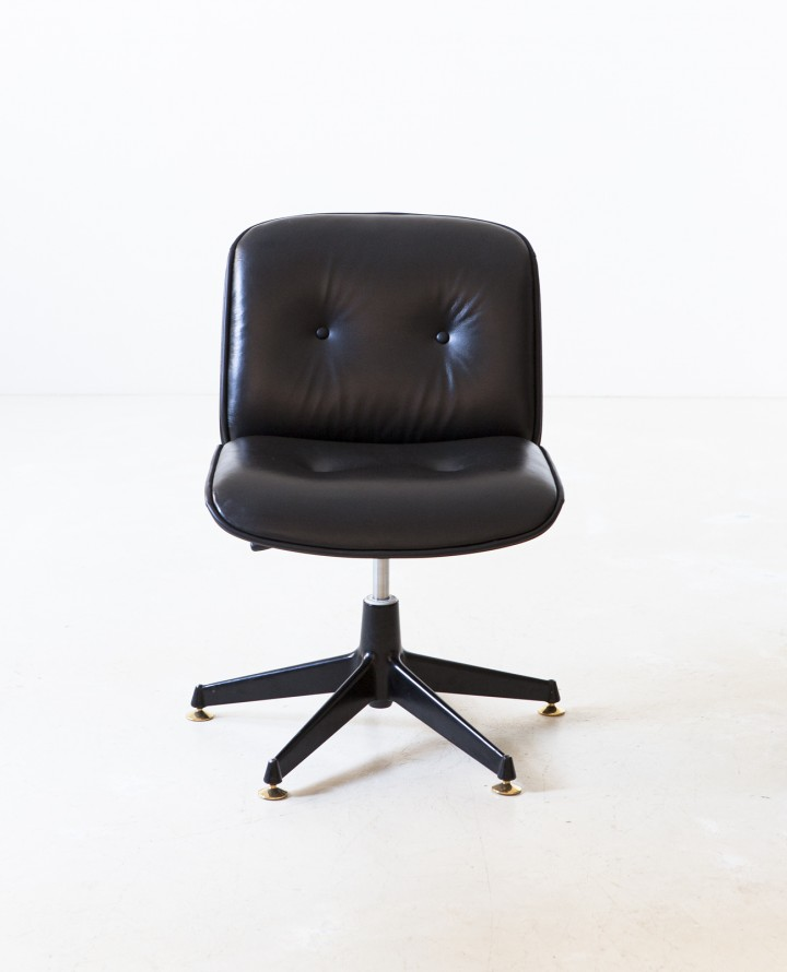 Italian black leather swivel chair by Ico Parisi for MIM SE341
