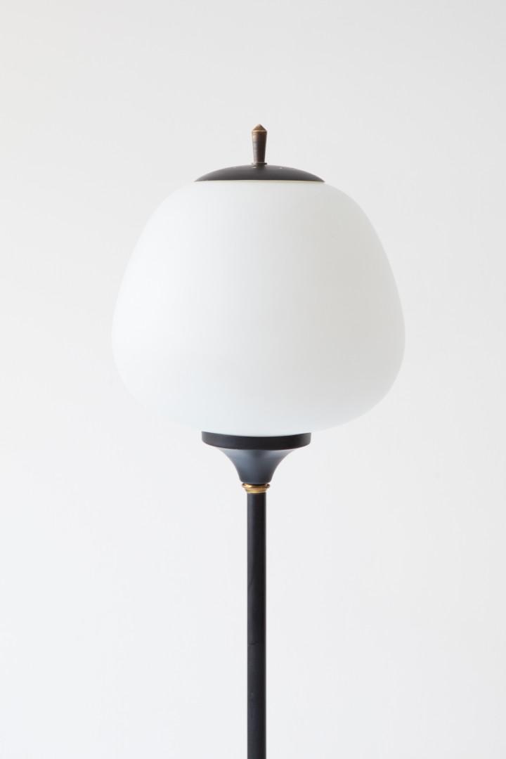 Italian floor lamp in black metal  opaline glass and marble base  L101