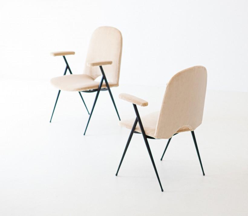 1950s Italian sand velvet armchairs SE292