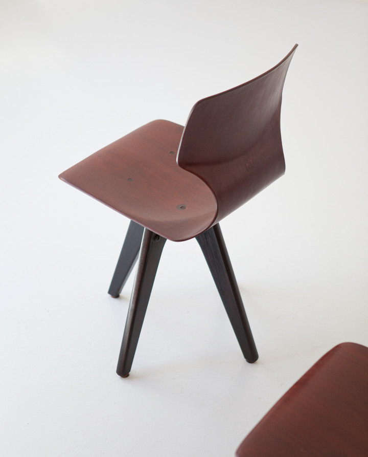 Pair of bentwood side chairs  SE347