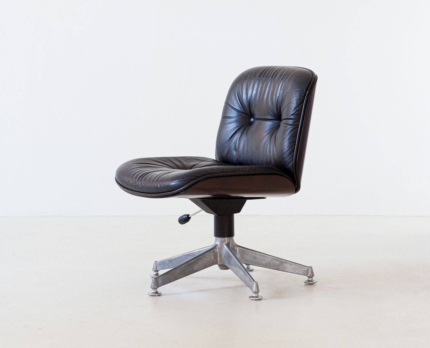 italian-leather-swivel-chair-by-ico-parisi-for-mim-1-se326