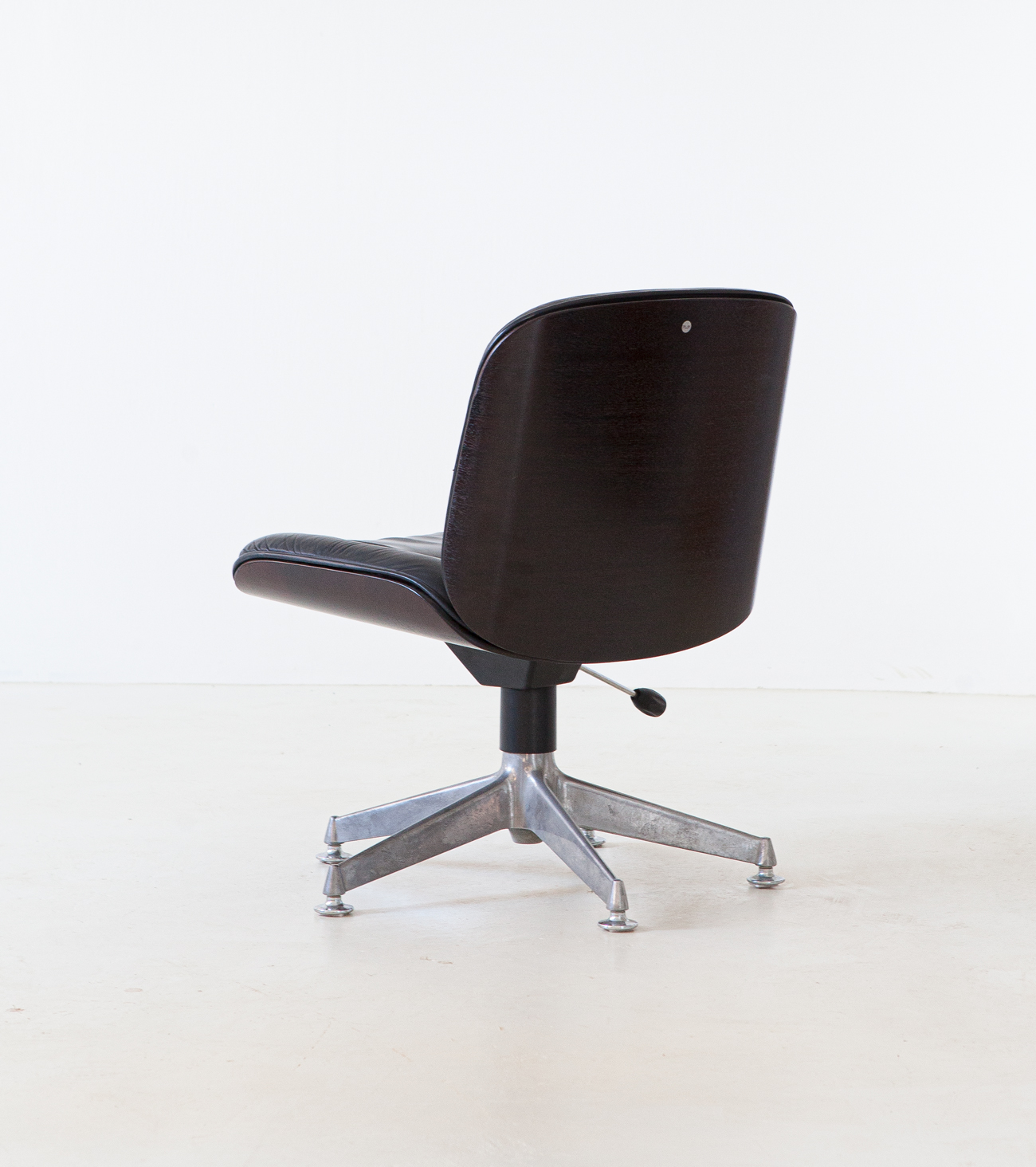 italian-leather-swivel-chair-by-ico-parisi-for-mim-2-se326