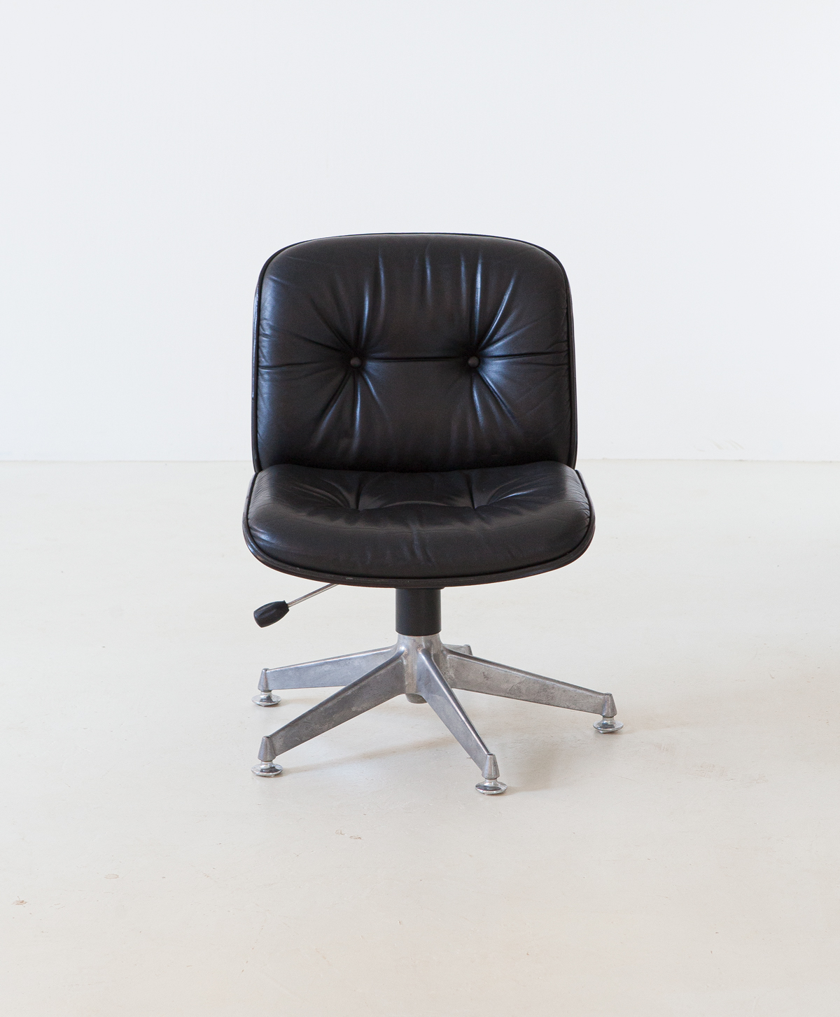 italian-leather-swivel-chair-by-ico-parisi-for-mim-3-se326