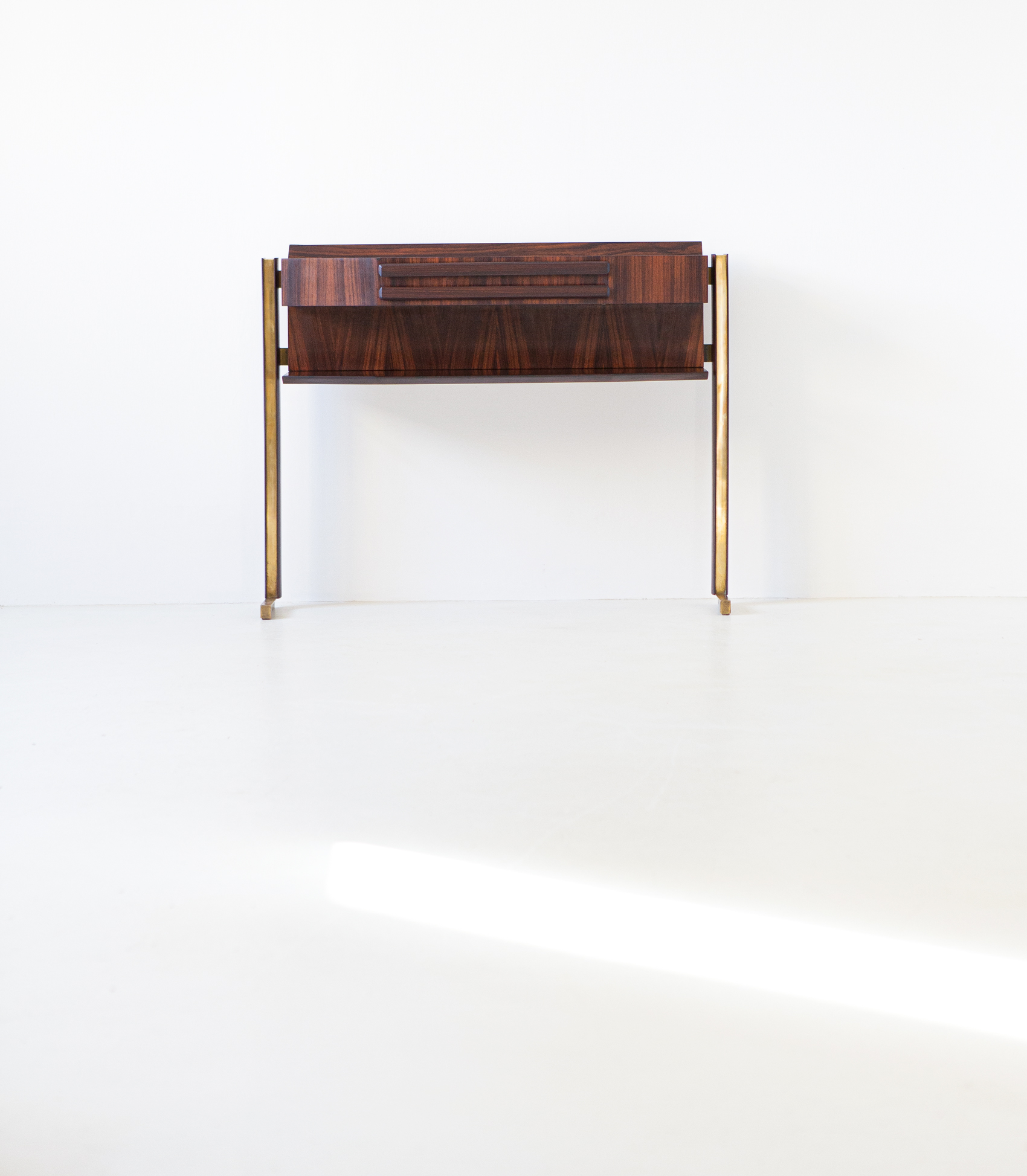 italian-rosewood-and-brass-console-table-6-of98