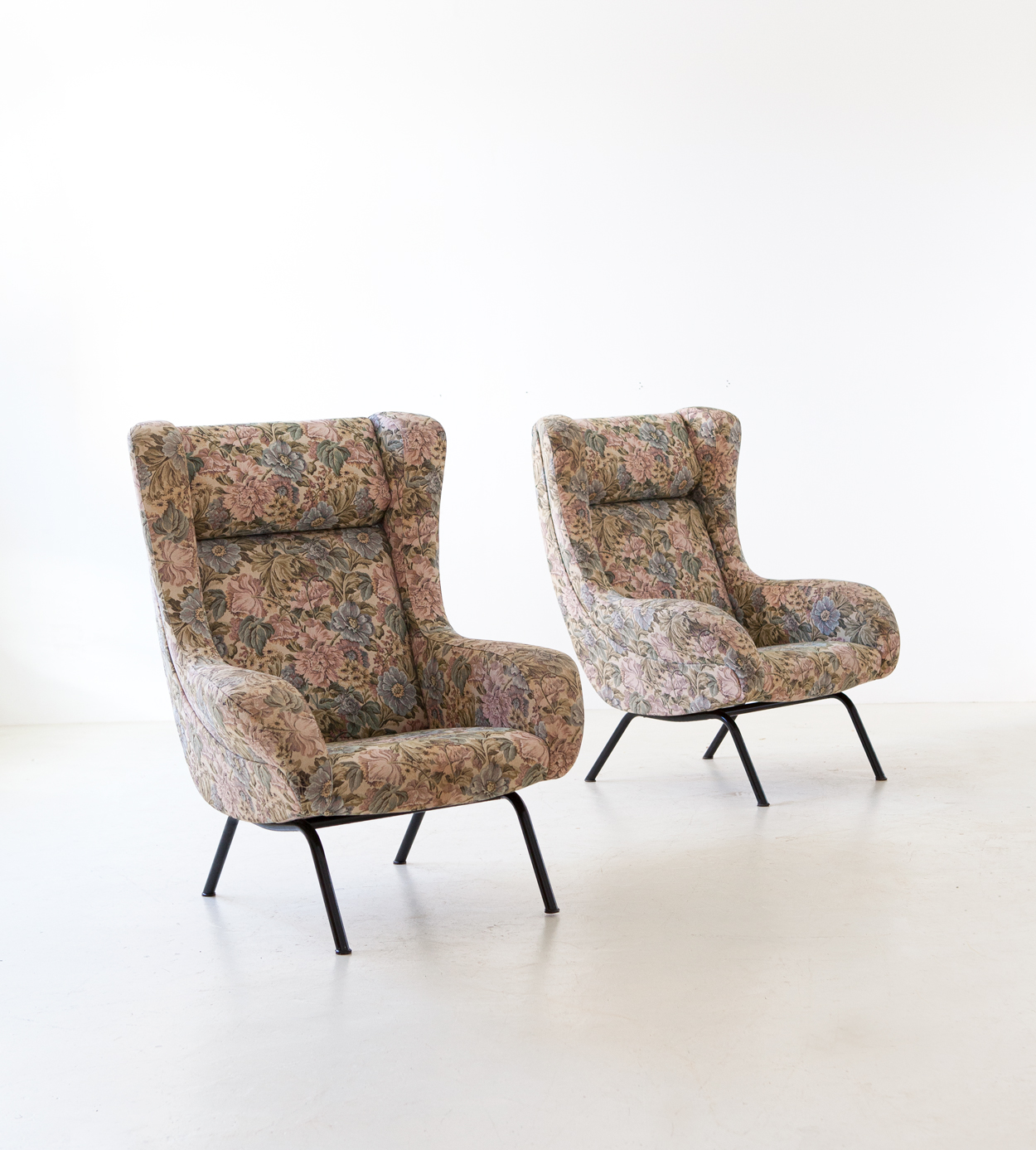 pair-of-italian-lounge-armchairs-with-ears-1-se326