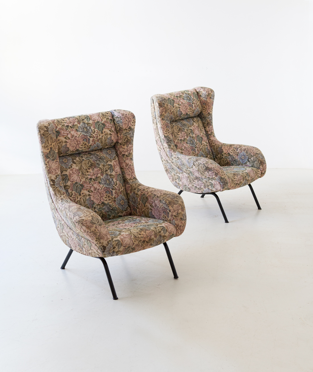 pair-of-italian-lounge-armchairs-with-ears-2-se326