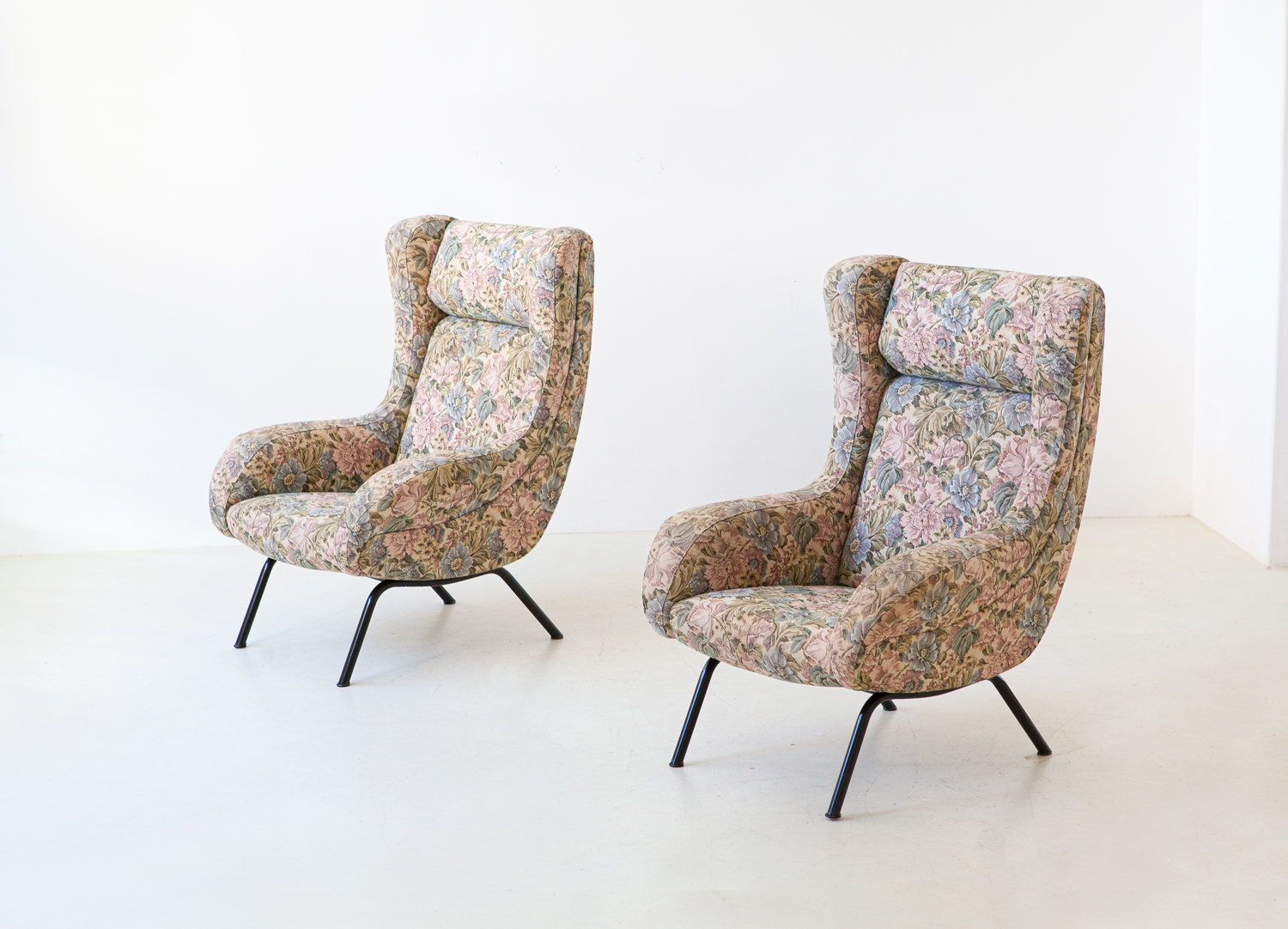 pair-of-italian-lounge-armchairs-with-ears-5-se326