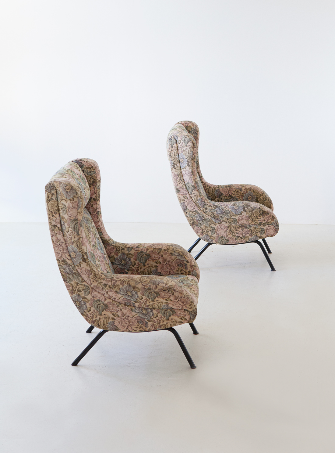 pair-of-italian-lounge-armchairs-with-ears-6-se326