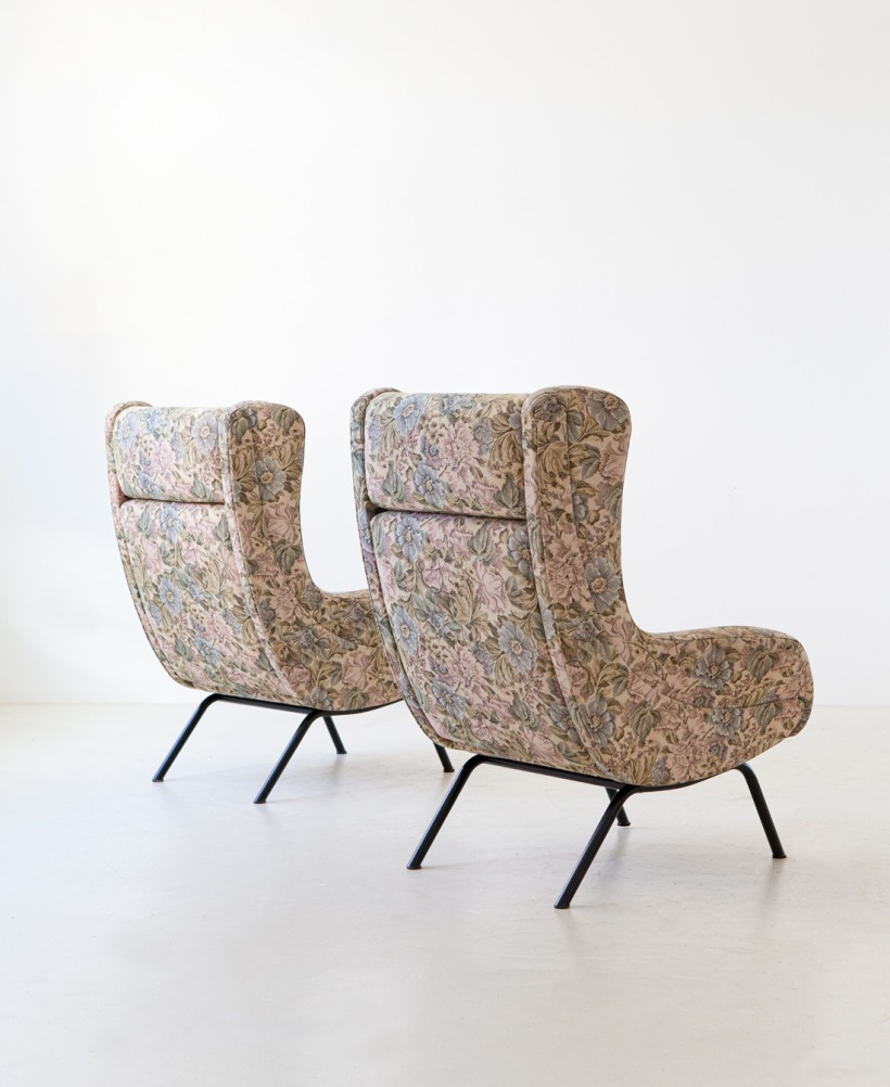 Pair of Italian lounge armchairs with ears SE326